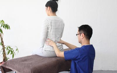 ゆがみや緊張、関節の可動性などをオステオパシー的検査などによりみさせていただきます。